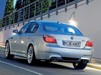 2005 BMW M5 Wallpaper 07